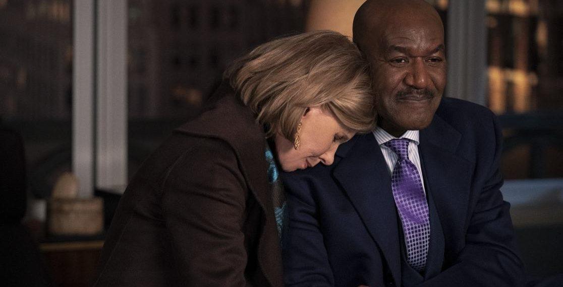 Gli attori Christine Baranski e Delroy Lindo in una scena della quinta stagione di The Good Fight