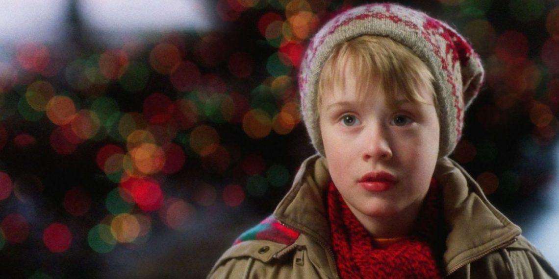 Macaulay Culkin in una scena del film Mamma ho perso l'aereo