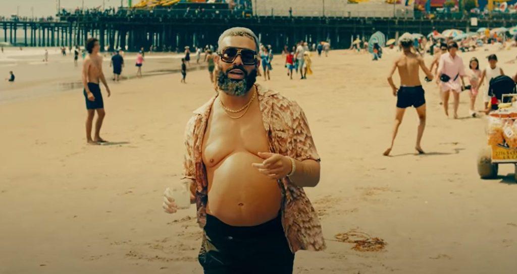 Drake con la pancia nel video Way 2 Sexy