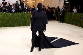 Kim Kardashian vestita da ombra al Met Gala 2021