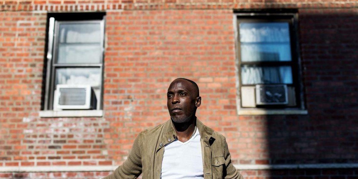 Michael K Williams come Omar Little in The Wire